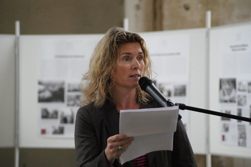 Dagmar Hovestädt (BStU) eröffnet die Ausstellung Diktatur und Demokratie in der Zionskirche