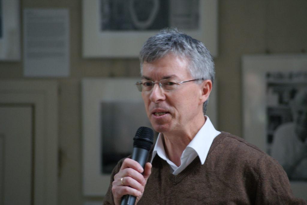 """Pfarrer Thomas Jeutner moderiert das Erzählcafé """"Im Osten was Neues"""""""