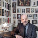 Portrait von Pastor Matthias Storck in seinem Arbeitszimmer, 21.05.2010.